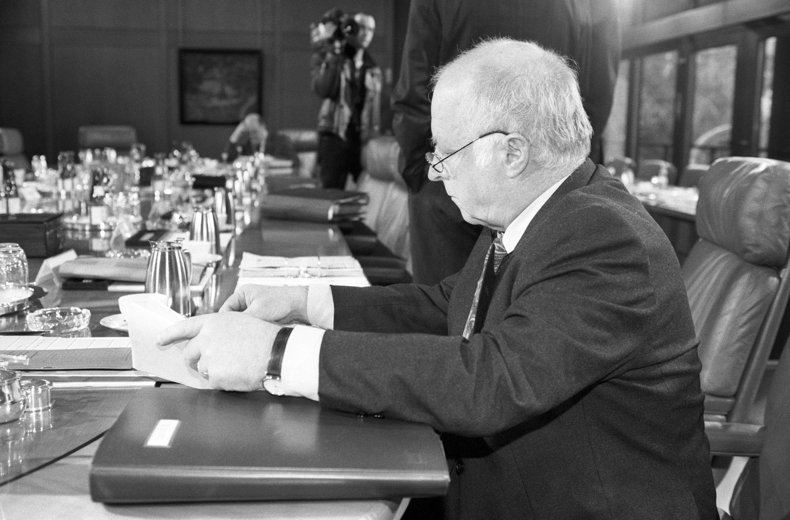 Arbeitsminister Norbert Blüm (Deutschland/CDU) während einer Kabinettssitzung in Bonn