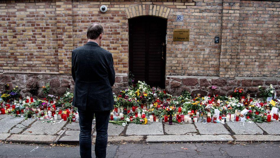 Stilles Gedenken vor der Synagoge in Halle