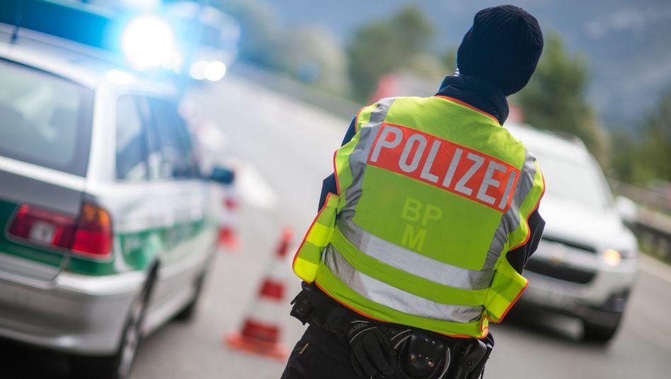 Polizeibeamter auf der A8 von Salzburg nach München