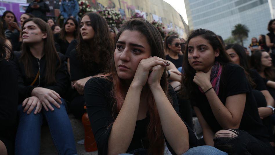 Gedenkveranstaltung für ermordete Frauen in Mexiko-Stadt: Mehr als ein Viertel aller Männer und Frauen weltweit denkt, es sei gerechtfertigt, dass Männer ihre Ehefrauen schlagen