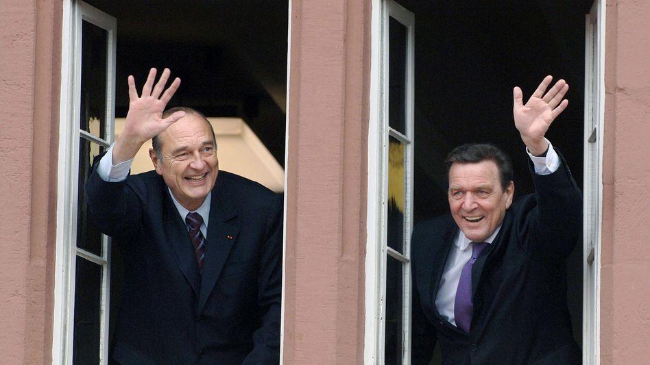 Politische Weggefährten: Jacques Chirac und Gerhard Schröder bei einem Besuch der Stadt Blomberg in Nordrhein-Westfalen (2005)