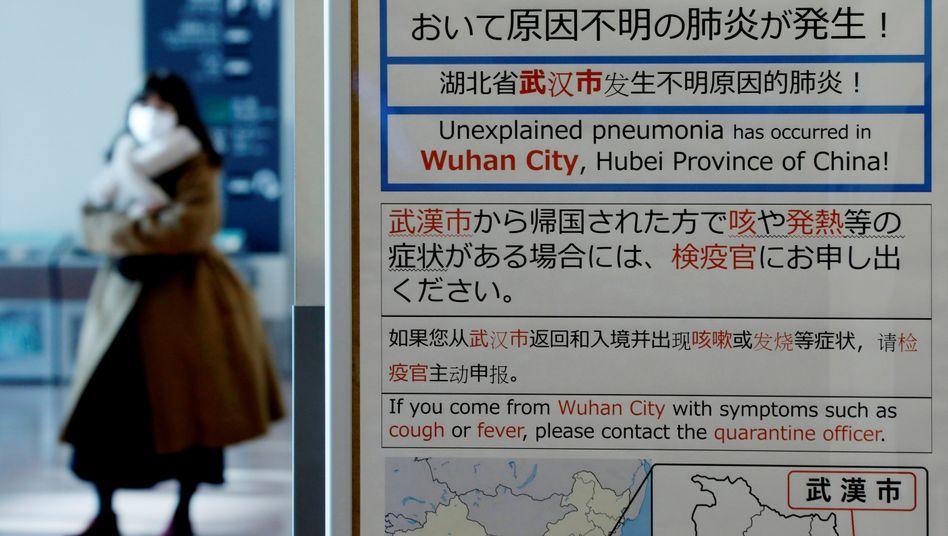 Passagiere am Flughafen von Wuhan: Die Elf-Millionen-Metropole ist weitgehend isoliert