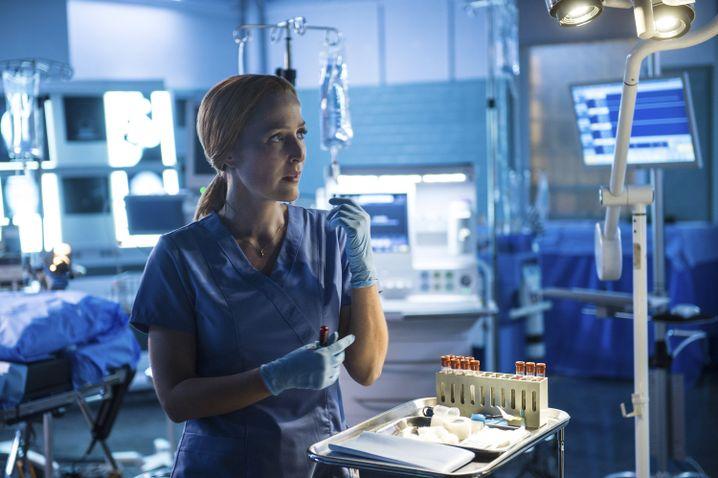 Immer Ärger mit dem Ex: Dana Scully (Gillian Anderson) lässt sich mal wieder breitschlagen