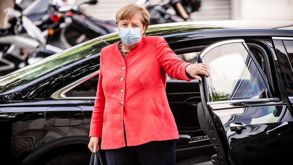 Bundeskanzlerin Merkel: Auf einmal zwischen allen Stühlen