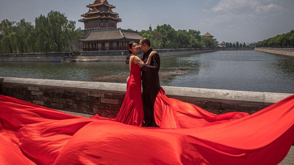 """Liebespaar in Peking: """"Es gibt immer noch eine Menge Leute, die impulsiv heiraten - dann sollen sie auch eine Bedenkzeit für Hochzeiten vorschreiben"""""""