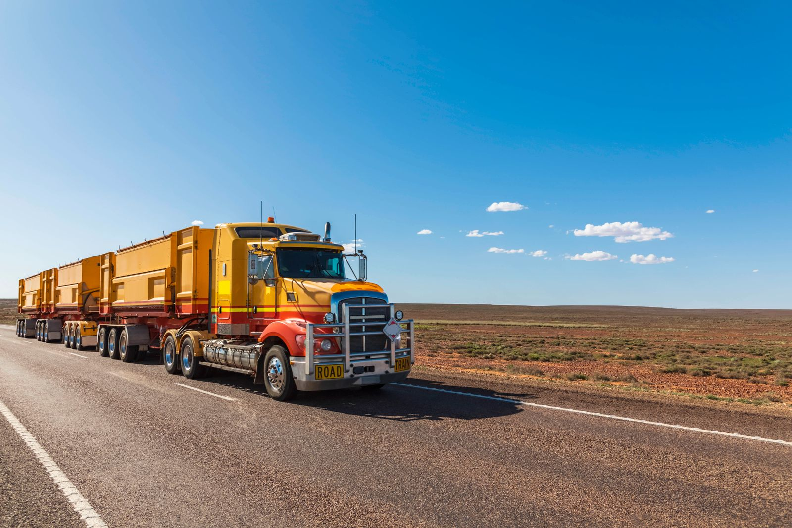 Australia, South Australia, Road train on Stuart Highway FOF12097