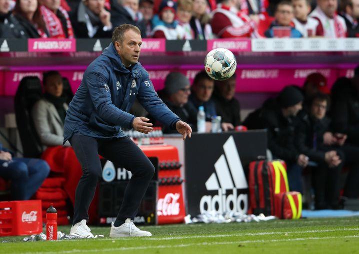 Muss den Laden zusammenhalten: Bayerns Trainer Hansi Flick
