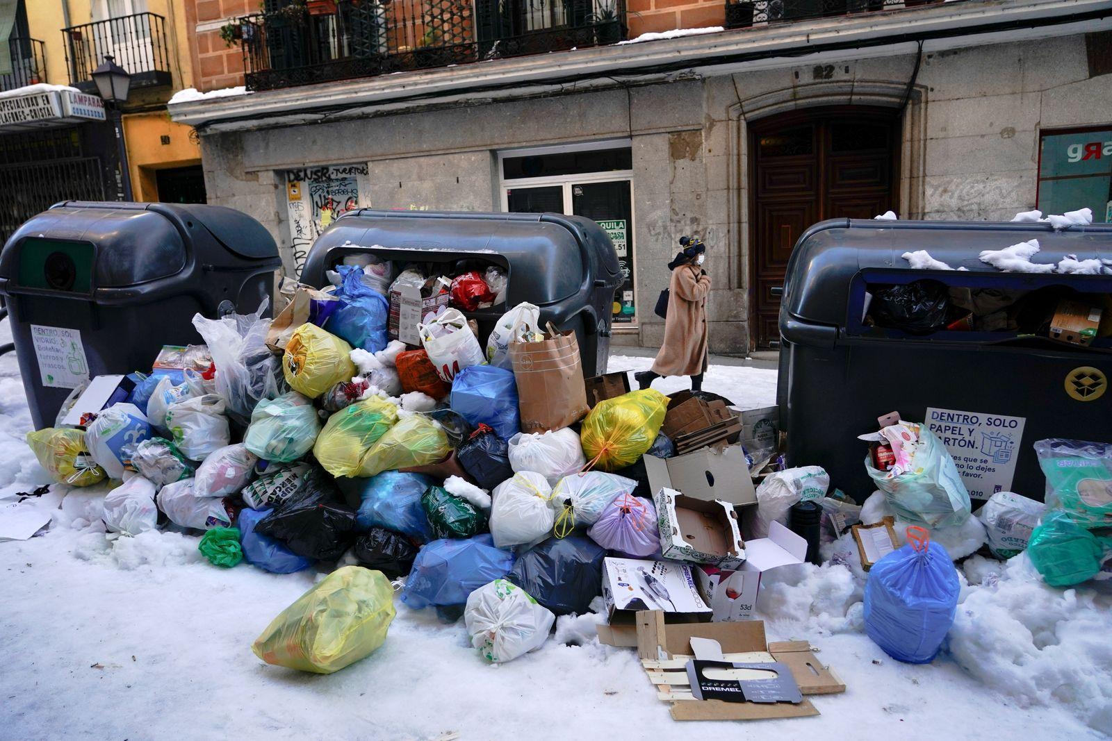 Heavy snowfall in Madrid
