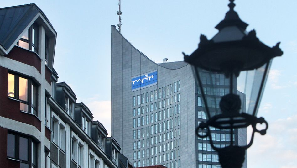 """MDR-Logo an Leipziger Hochhaus: """"Technische Probleme"""" durch einen Überlastungsangriff"""