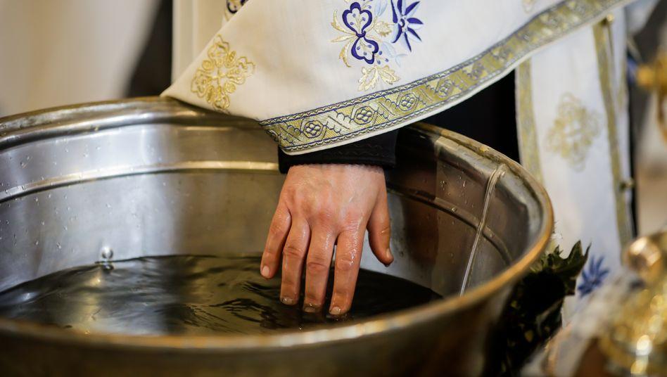 Orthodoxe Taufe in Rumänien (Symbolbild)