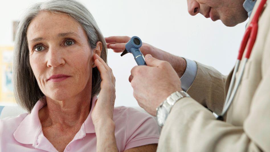 Termin beim HNO-Arzt: Sicherlich besteht auch ein Zusammenhang zwischen Stress und Hörsturz