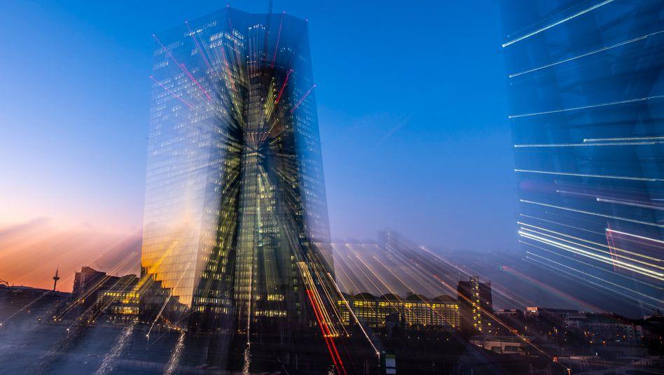 EZB in Frankfurt (Archivbild): Die Zentralbank fordert offenbar die Prüfung von Notfallplänen