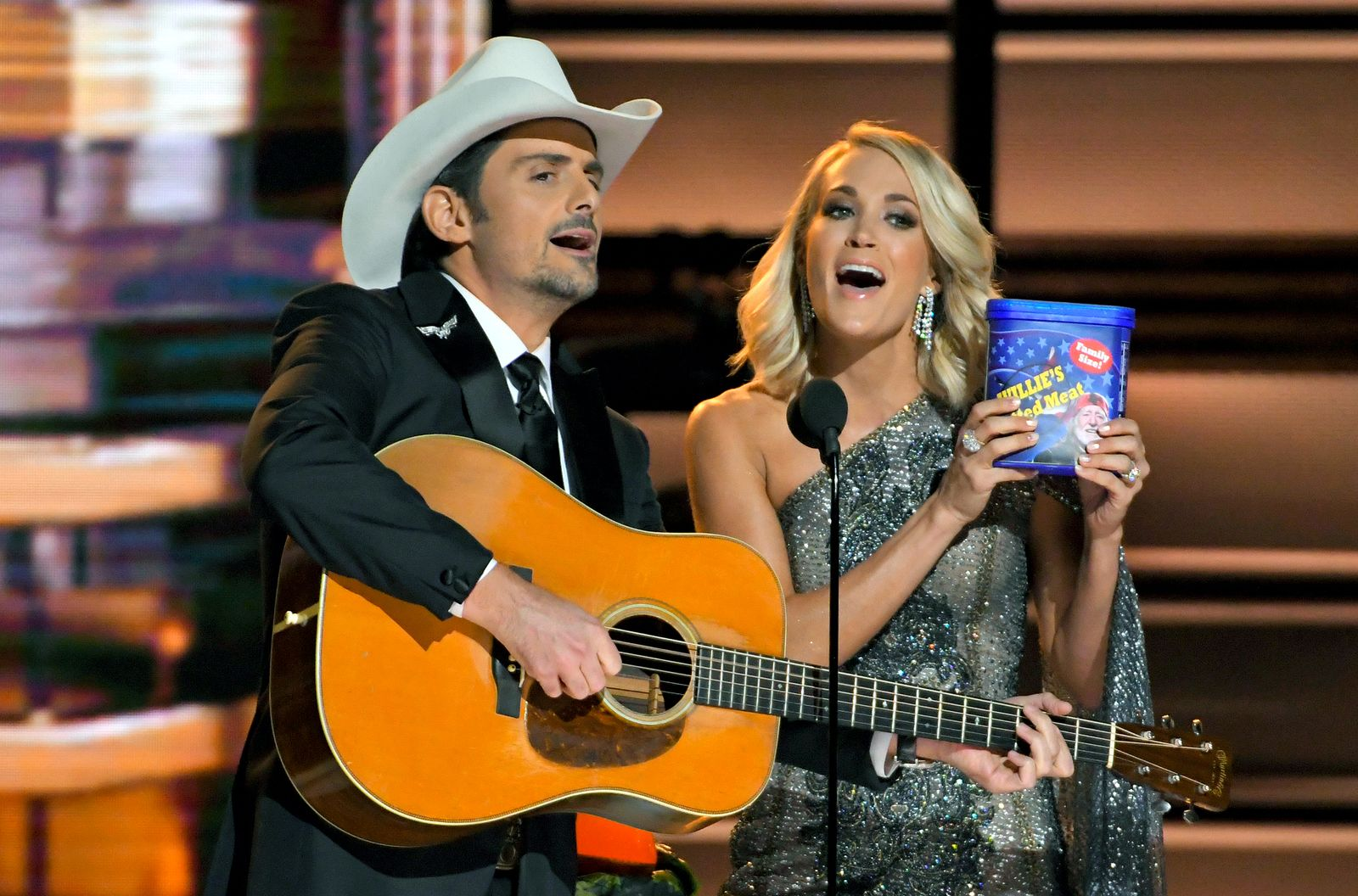 CMA Awards/ Brad Paisley / Carrie Underwood