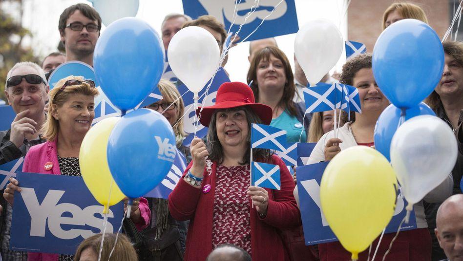 """Schottische """"Ja-Sager"""" in Glasgow: Kopf-an-Kopf-Rennen in den Umfragen"""