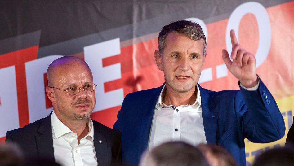 """Andreas Kalbitz (l.) und Björn Höcke: """"Der politische Einsatz geht weiter"""""""