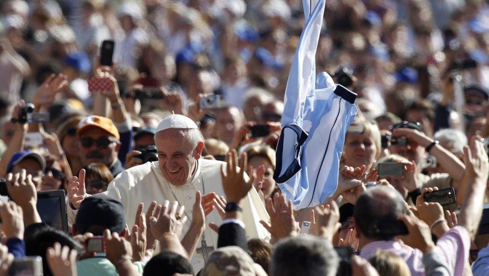 Photo Gallery: Pope Urges Catholic Bishops to Shun Luxury