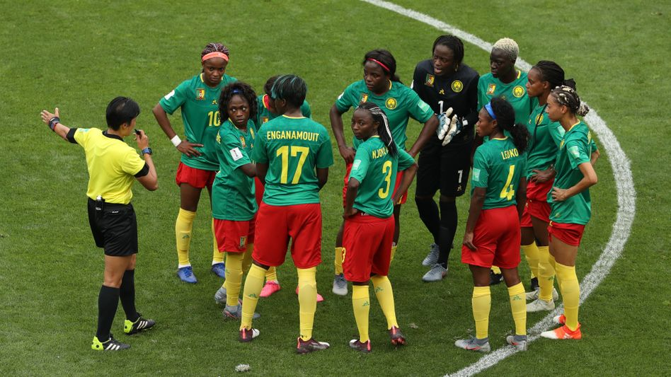 Sie wollen nicht weiterspielen - Kameruns Diskussionsbedarf nach dem 2:0