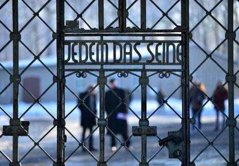 Menschenverachtende Inschrift: Das Lagertor von Buchenwald