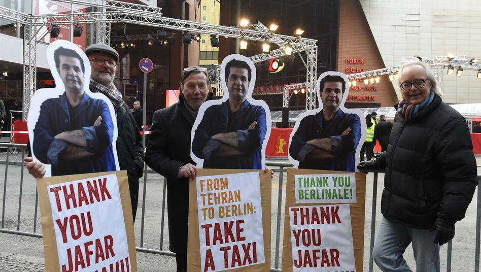 Demonstranten unterstützen Regisseur Jafar Panahi