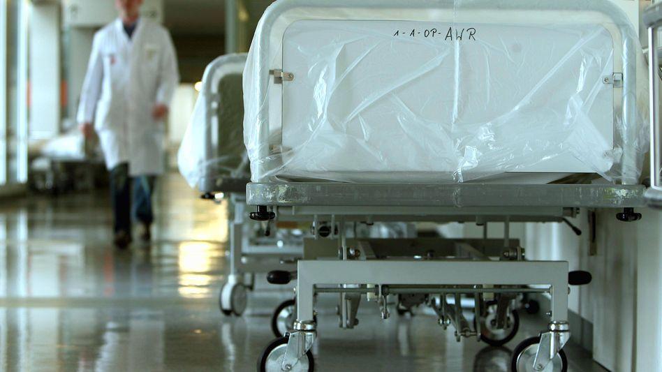 Arzt im Krankenhaus: Genauso gut versichert für weniger Geld
