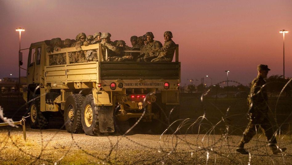 US-Soldaten an der mexikanischen Grenze: Das US-Verteidigungsministerium hat zuletzt 3,6 Milliarden Dollar für den Mauerbau freigegeben
