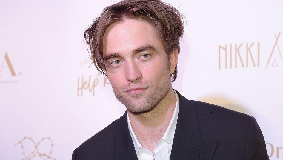 Kann Capes anprobieren: Robert Pattinson