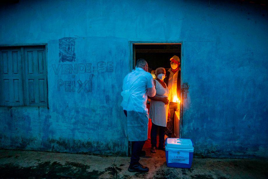 Dieses Paar wird Mitte Januar in seinem Heimatort im Norden Brasiliens mit dem Sinovac-Impfstoff gegen Corona geimpft