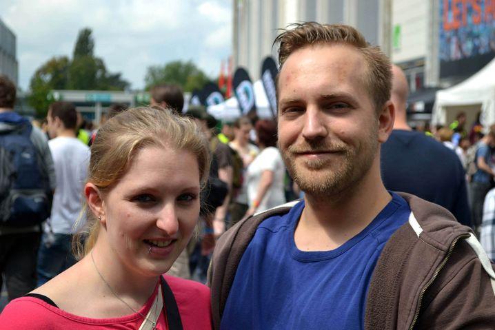 Iris (26) und Daniel (27) aus Leverkusen: Sie ist für die Absprachen zuständig
