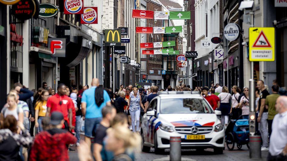 Die Innenstadt in Amsterdam ist auch während der Coronakrise zeitweise gut besucht