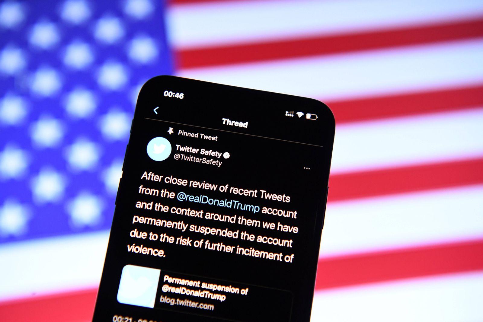 Donald Trump auf Twitter gesperrt Am 09.01.2021 wurde US-Präsident Donald Trump dauerhaft von Twitter gesperrt. Trump h