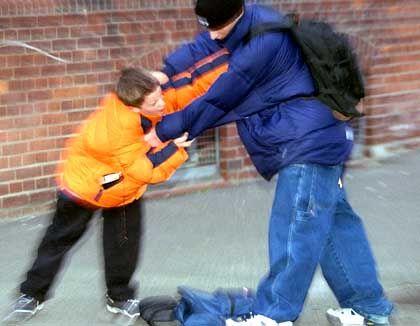 Gewalt an Schulen: Prügelei aus Ehrgefühl