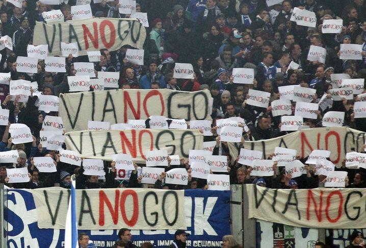 """""""Vianogo"""": Im Juli 2013 kündigte der FC Schalke 04 seinen Vertrag mit Viagogo - die Kritiker freute das"""