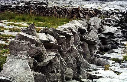 Inishmaan auf Aran Islands: Steinmauern soweit das Auge reicht