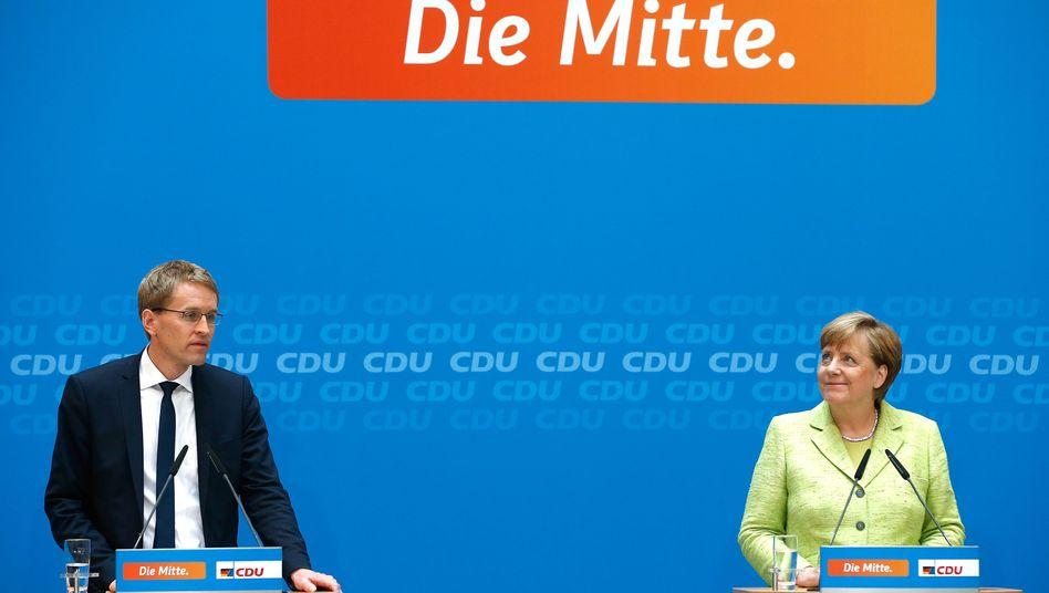 Angela Merkel und Daniel Günther (im Mai 2017)