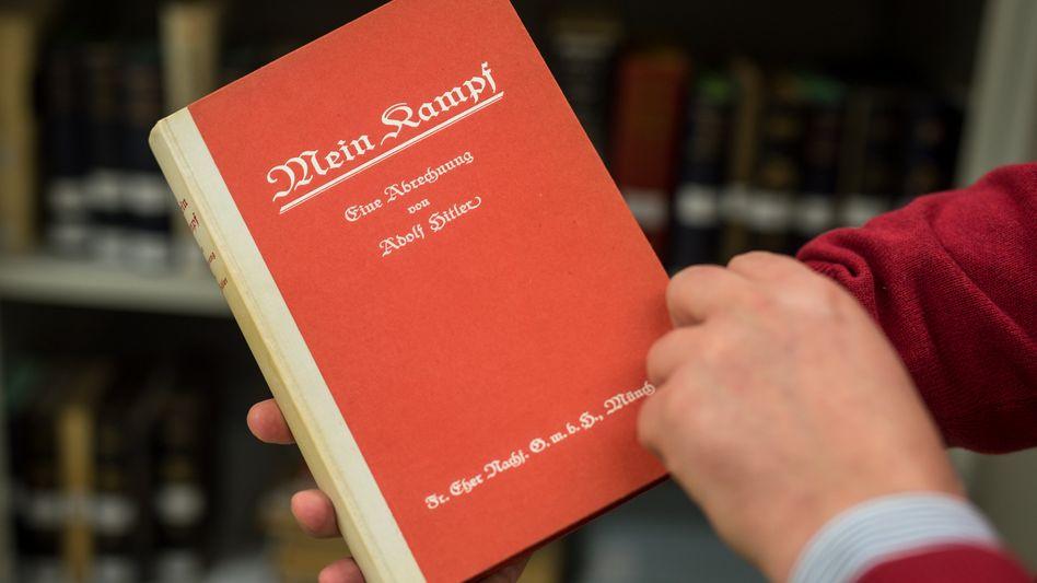 """Erstausgabe von Hitlers """"Mein Kampf"""" von 1925: Künftig kommentiert"""