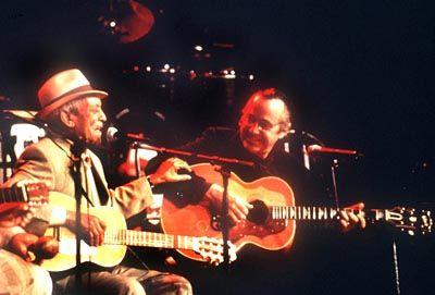 Compay Segundo (li.) und Ry Cooder machen Musik für Wim Wenders