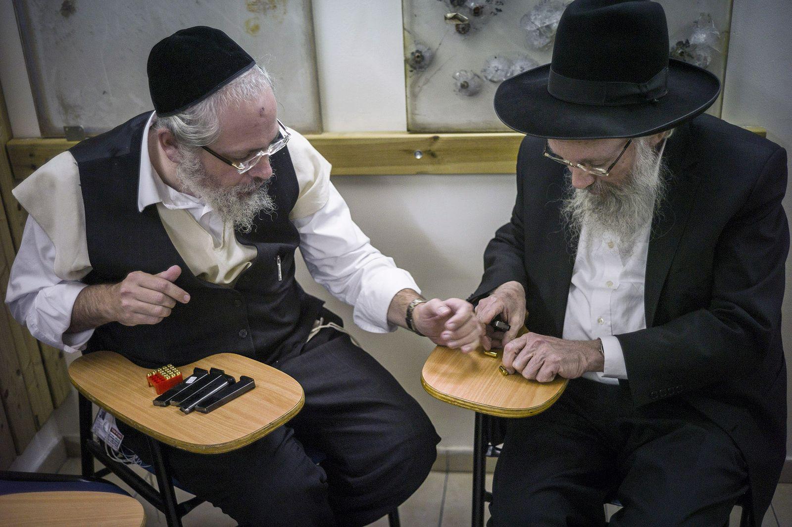 Israel/ Jerusalem/ Orthodoxe Juden/ Waffen