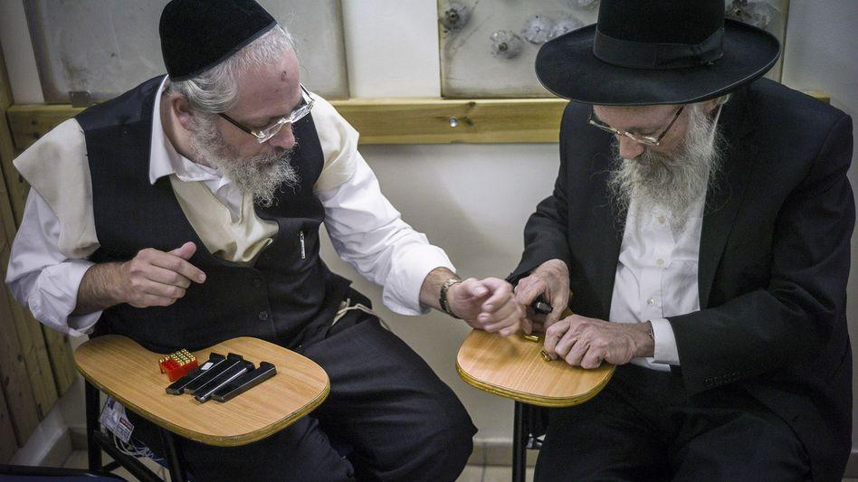 Israelische Bürger vor Schießübungen in Jerusalem: Immer mehr Menschen wollen Waffen