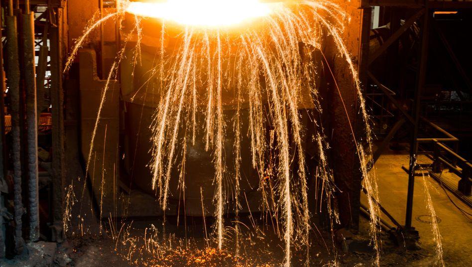 Walzen, glühen, kühlen: Der neue Stahl ist fest und leicht zugleich