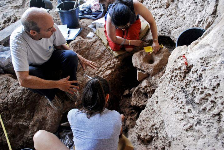 Ausgrabungen in der Höhle von Rakefet