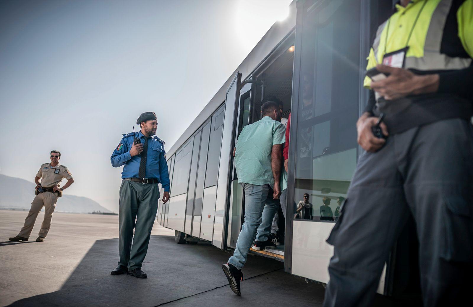 dpa-Story: Abschiebeflug nach Afghanistan