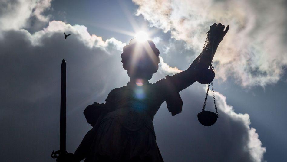 Justitia auf dem Gerechtigkeitsbrunnen in Frankfurt am Main