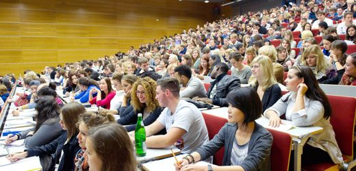 Hochschulpakt: Bundesbildungsministerin will Milliarden-Ausgaben nicht schärfer kontrollieren