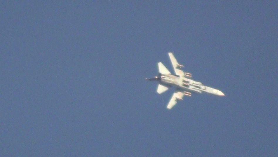 Kampfjet der syrischen Armee (Archivbild): 25 Tote bei Angriff auf Jarmuk