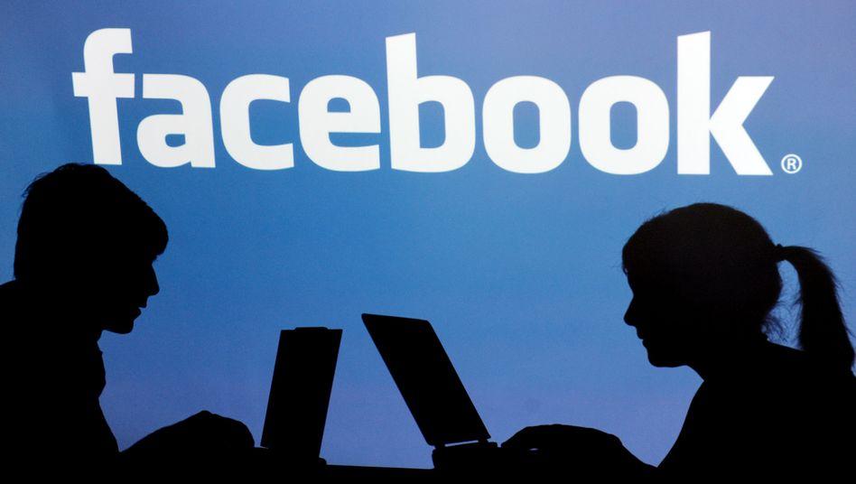 Facebook-Nutzer: Bei der Liebe gibt es wenige Fragezeichen