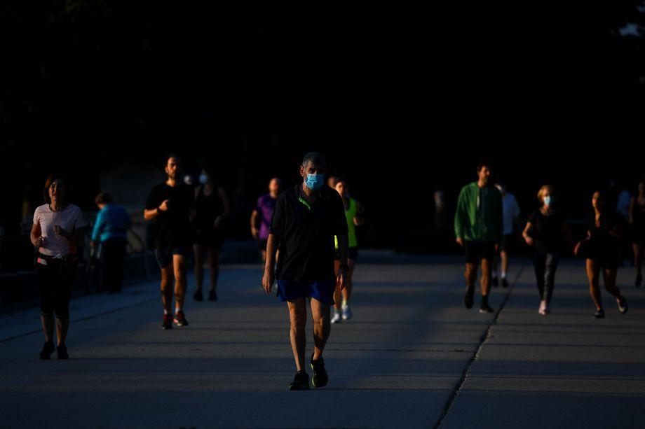 Joggen mit Mundschutz: Sport war in Spanien anfangs nur am Abend erlaubt