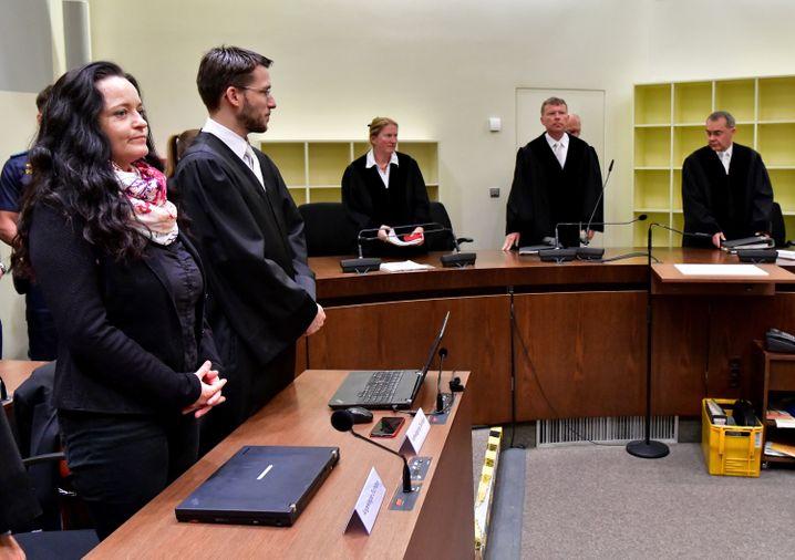 11. Juli 2018: NSU-Terroristin Beate Zschäpe (vorne links) am Tag der Urteilsverkündung vor dem Oberlandesgericht in München