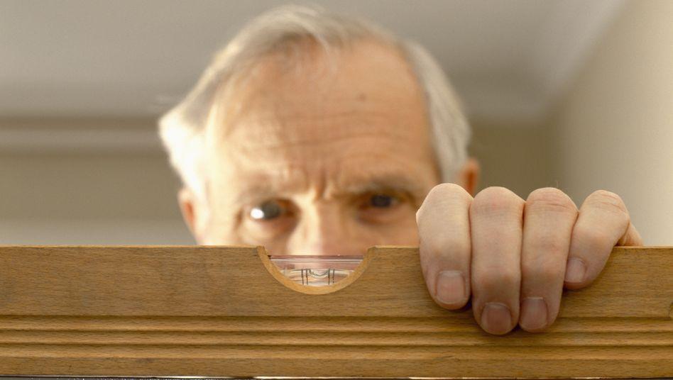 Ruheständler bei Handwerkstätigkeit: Zahl der arbeitenden Rentner stieg um 29 Prozent