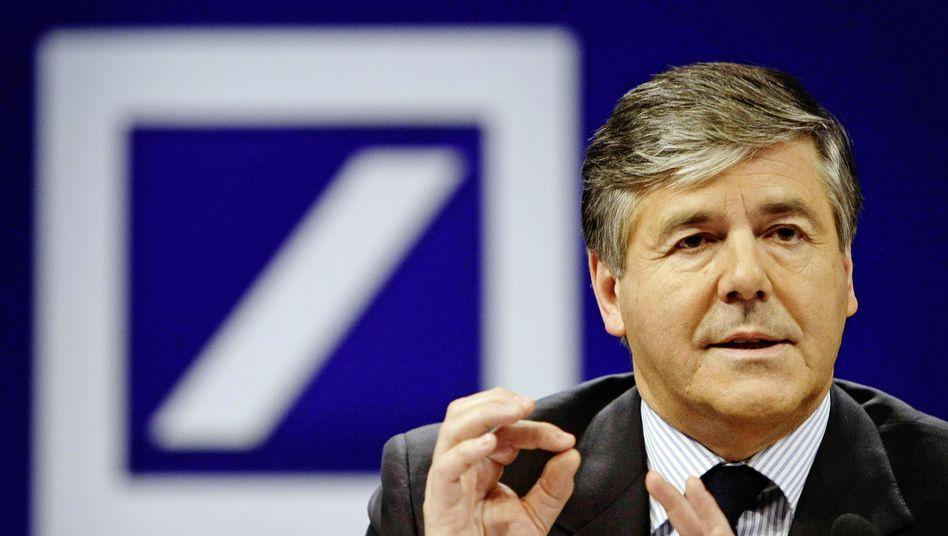 Deutsche-Bank-Chef Josef Ackermann: Was die Unternehmensspitze von den Bespitzelungsaktionen wusste, ist noch nicht endgültig geklärt.