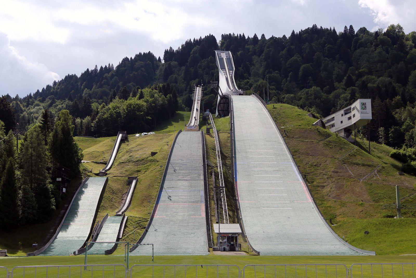 Die olympische Skisprungschanze in Garmisch Partenkirchen Bayern Die Große Olympiaschanze in Ga
